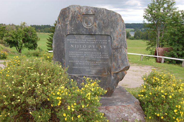 Niilo Pylsyn muistomerkki